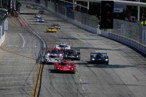 #31: Whelen Engineering Racing Cadillac DPi, DPi: Felipe Nasr, Pipo Derani, #01: Cadillac Chip Ganassi Racing Cadillac DPi, DPi: Renger van der Zande, Kevin Magnussen, start