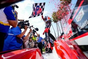 Race winner #31: Whelen Engineering Racing Cadillac DPi: Pipo Derani