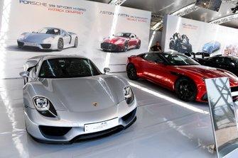 Auto di Patrick Dempsey Porsche 911 Sypyder Hybrid all'esposizione