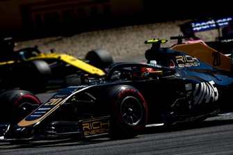 Kevin Magnussen, Haas F1 Team VF-19, leads Lance Stroll, Racing Point RP19, and Daniel Ricciardo, Renault F1 Team R.S.19
