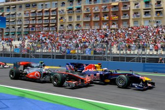 Sebastian Vettel, Red Bull Racing RB6 Renault, and Lewis Hamilton, McLaren MP4-25 Mercedes, do battle in the first corner