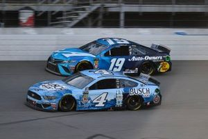 Kevin Harvick, Stewart-Haas Racing, Ford Mustang Busch Light and Martin Truex Jr., Joe Gibbs Racing, Toyota Camry Auto Owners Insurance