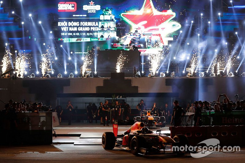 David Coulthard en el show de Red Bull en Hanoi
