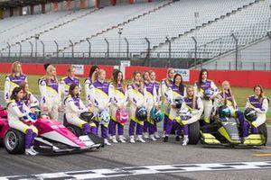 Gruppenfoto: Alle Pilotinnen der W-Series 2019