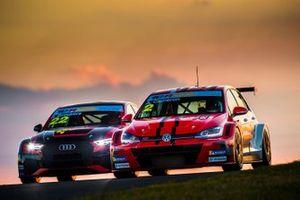 #22 Melbourne Performance, Rik Breukers, Audi RS 3; #2 Melbourne Performance, Aaron Cameron, Volkswagen Golf GTI
