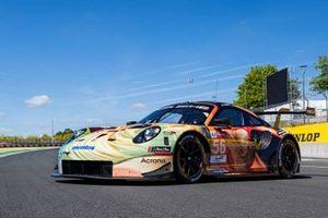 #56 Team Project 1 Porsche 911 RSR: Jörg Bergmeister, Patrick Lindsey, Egidio Perfetti, Nicholas Yelloly