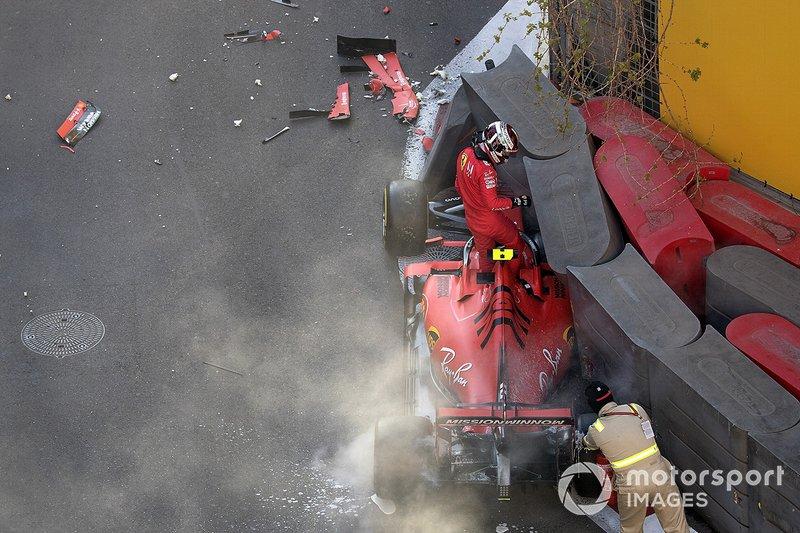 El accidente del Ferrari SF90 de Leclerc en Bakú