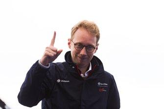 Sylvain Filippi, Director General y Director Técnico de Virgin Racing, celebra