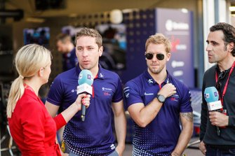 Robin Frijns, Envision Virgin Racing, Sam Bird, Envision Virgin Racing, talk to TV Pundit Dario Franchitti