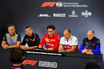 Mario Isola, Racing Manager, Pirelli Motorsport, Guenther Steiner, Team Principal, Haas F1, Mattia Binotto, Team Principal Ferrari, Frederic Vasseur, Team Principal, Alfa Romeo Racing, e Franz Tost, Team Principal, Toro Rosso, ad una conferenza stampa dei team principal