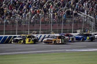 Chase Elliott, Hendrick Motorsports, Chevrolet Camaro NAPA Brakes leads