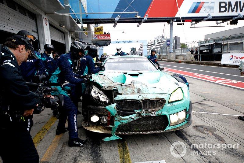 #33 Falken Motorsport NMW M6 GT3: Peter Dumbreck, Stef Dusseldorp, Alexandre Imperatori after the crash