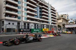 Kevin Magnussen, Haas F1 Team VF-19, Pierre Gasly, Red Bull Racing RB15, y Carlos Sainz Jr., McLaren MCL34