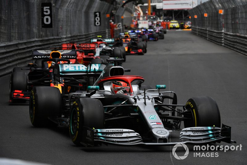 Lewis Hamilton, Mercedes AMG F1 W10, Max Verstappen, Red Bull Racing RB15