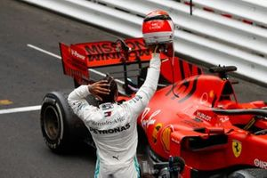 Lewis Hamilton, Mercedes AMG F1, 1st position, lifts his helmet in tribute to the late Niki Lauda
