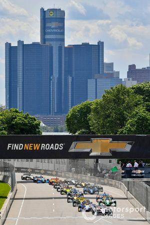 Josef Newgarden, Team Penske Chevrolet leads the field at the start