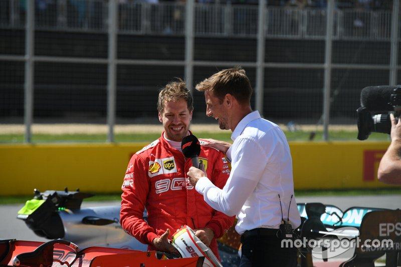 Себастьян Феттель, Ferrari, розмовляє із Дженсоном Баттоном, Sky Sports F1