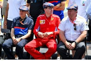 Franz Tost, Team Principal, Toro Rosso, Mattia Binotto, Team Principal Ferrari, and Zak Brown, Executive Director, McLaren, join the drivers and others in wearing flat caps to celebrate the recent birthday of Sir Jackie Stewart, 3-time F1 Champion
