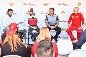 Antonio Giovinazzi, Alfa Romeo Racing, Mario Isola, Pirelli