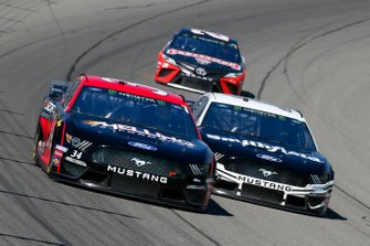 Michael McDowell, Front Row Motorsports, Ford Mustang Melling Engine Parts and Aric Almirola, Stewart-Haas Racing, Ford Mustang Smithfield / Meijer