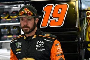 Martin Truex Jr., Joe Gibbs Racing, Toyota Camry Bass Pro Shops / TRACKER ATVs & Boats / USO