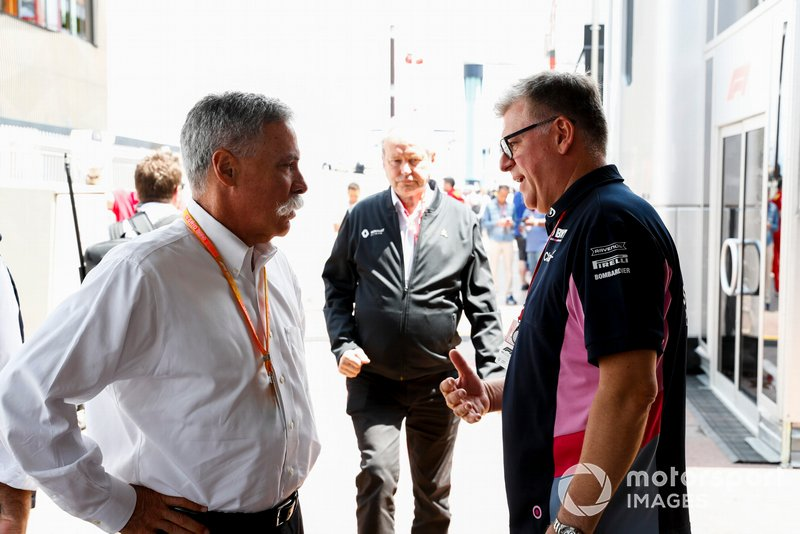 Chase Carey, Presidente, Formula 1, e Otmar Szafnauer, Team Principal e CEO, Racing Point