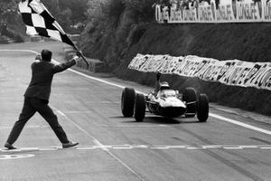 Race winner Jim Clark, Lotus 33