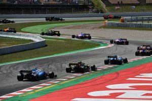 Robert Kubica, Williams FW42, leads Nico Hulkenberg, Renault R.S. 19, and George Russell, Williams Racing FW42