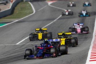 Alexander Albon, Toro Rosso STR14, devant Nico Hulkenberg, Renault R.S. 19, et Daniel Ricciardo, Renault R.S.19