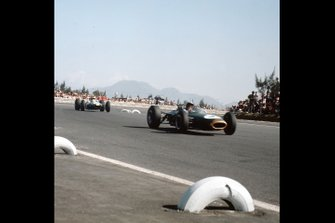 Jack Brabham, Brabham BT11, Mike Spence, Lotus 25