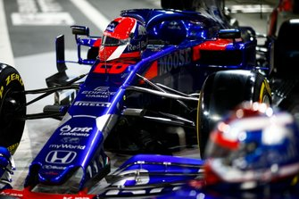 The helmet of Daniil Kvyat, Toro Rosso, rests on the cockpit of a Toro Rosso STR14
