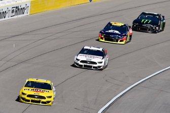 Ryan Blaney, Team Penske, Ford Mustang Menards/Pennzoil and Brad Keselowski, Team Penske, Ford Mustang Discount Tire