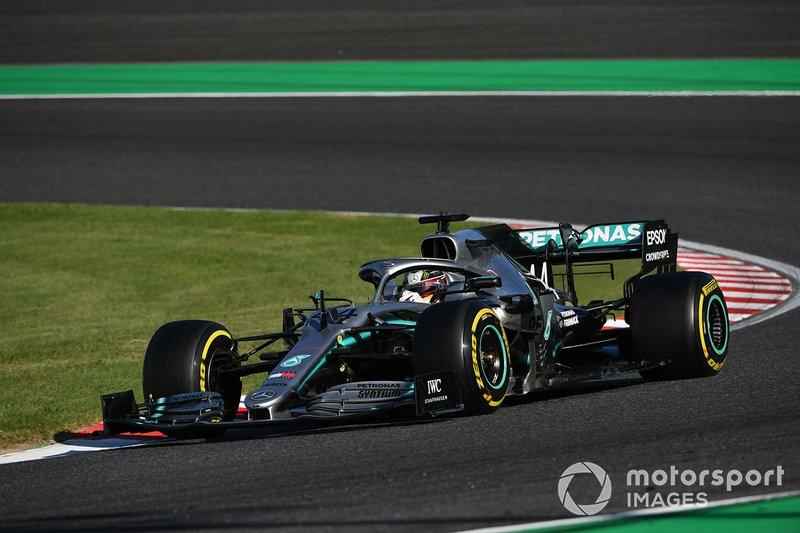 Hamilton se cuestiona la estrategia después de perder tiempo con Bottas y Vettel