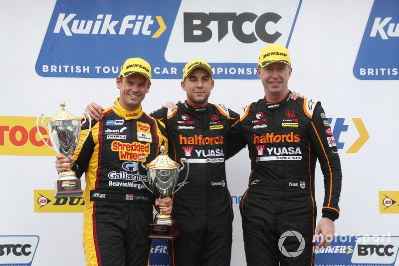 Podyum: Dan Cammish, Halfords Yuasa Team Dynamics Honda, Civic,Matt Neal, Halfords Yuasa Team Dynamics Honda Civic, Tom Chilton, Motorbase Performance Ford Focus