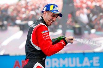 Sébastien Buemi, Nissan e.Dams, celebrates on the podium