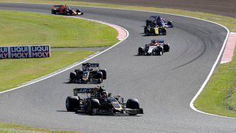 Kevin Magnussen, Haas F1 Team VF-19, leads Romain Grosjean, Haas F1 Team VF-19, Antonio Giovinazzi, Alfa Romeo Racing C38, and Daniel Ricciardo, Renault F1 Team R.S.19