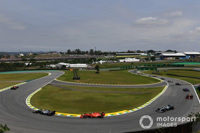 Alexander Albon, Red Bull RB15, leads Lewis Hamilton, Mercedes AMG F1 W10, Sebastian Vettel, Ferrari SF90, Valtteri Bottas, Mercedes AMG W10, and Alexander Albon, Red Bull RB15