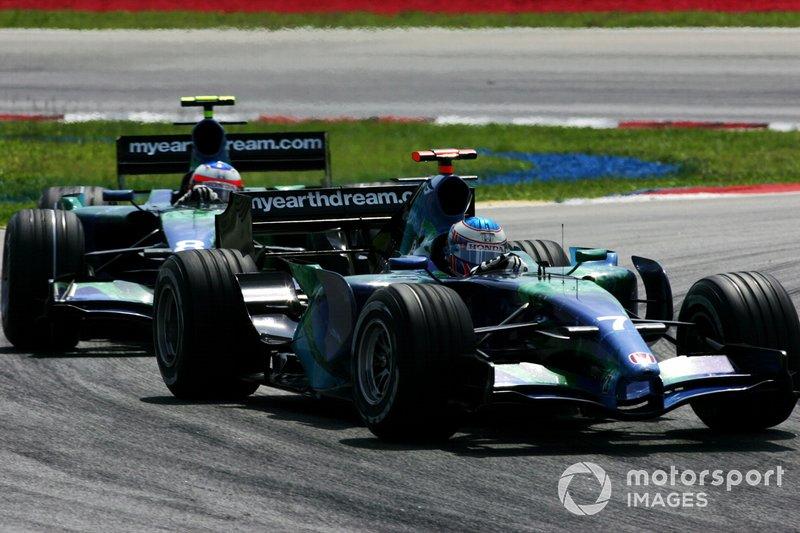 Jenson Button et Rubens Barrichello en piste
