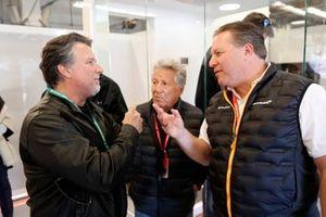 Michael Andretti, Mario Andretti y Zak Brown, Director Ejecutivo, McLaren