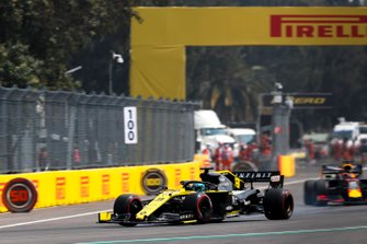 Daniel Ricciardo, Renault F1 Team R.S.19, leads Max Verstappen, Red Bull Racing RB15