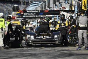 #5 Mustang Sampling Racing / JDC-Miller MotorSports Cadillac DPi, DPi: Sebastien Bourdais, Loic Duval, Joao Barbosa - pit stop