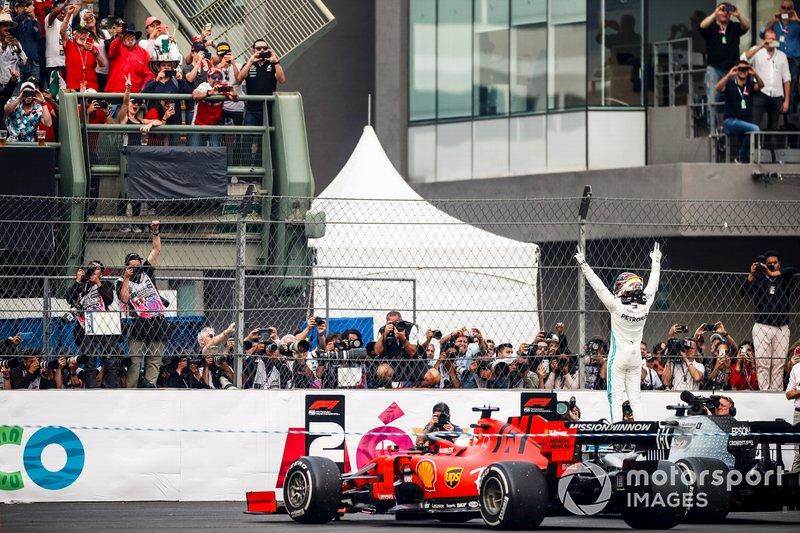 Ganador Lewis Hamilton, Mercedes AMG F1 W10 en Parc Ferme