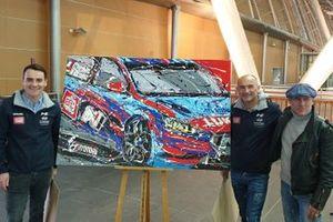 Norbert Michelisz, Gabriele Tarquini, BRC Racing Team, con l'artista Fabrizio