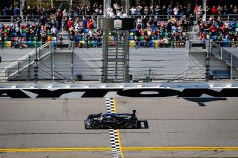 I vincitori #10 Wayne Taylor Racing Cadillac DPi-V.R. Cadillac DPi, DPi: Renger Van Der Zande, Ryan Briscoe, Scott Dixon, Kamui Kobayashi