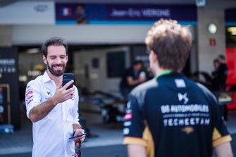 Jean-Eric Vergne, DS Techeetah takes a picture of a DS Techeetah team member