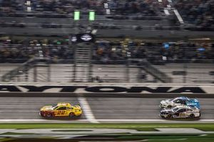 Joey Logano, Team Penske, Ford Mustang Shell Pennzoil wins Duel 1 ahead of Aric Almirola, Stewart-Haas Racing, Ford Mustang Smithfield and Ryan Newman, Roush Fenway Racing, Ford Mustang Koch Industries