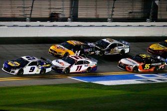 Chase Elliott, Hendrick Motorsports, Chevrolet Camaro NAPA Auto Parts and Denny Hamlin, Joe Gibbs Racing, Toyota Camry FedEx Express