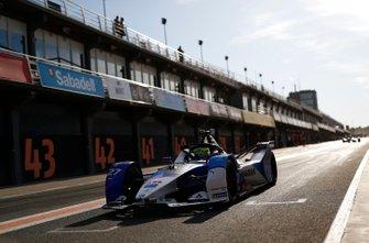 Alexander Sims, BMW I Andretti Motorsports, BMW iFE.20, lascia la pit lane