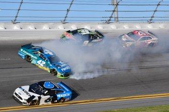 Crash: Kyle Larson, Chip Ganassi Racing, Chevrolet Camaro Credit One Bank, Chase Elliott, Hendrick Motorsports, Chevrolet Camaro NAPA Auto Parts, Erik Jones, Joe Gibbs Racing, Toyota Camry Sport Clips