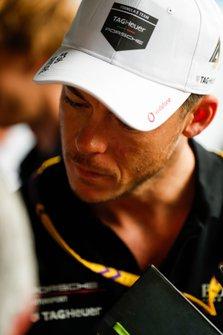 Andre Lotterer, Porsche, talks to the press